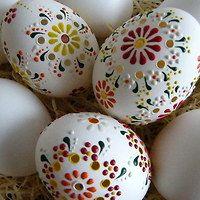 Egg Crafts, Easter Crafts, Egg Shell Art, Carved Eggs, Egg Tree, Easter Egg Designs, Ukrainian Easter Eggs, Grenade, Hoppy Easter