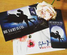 """Anfang des Monats war die Blogtour zu Sylvia Grohnes Fantasyroman """"Die Nacht in uns"""" bei mir zu Gast, heute gibt es die Rezension zum Roman auf meinem Blog (Link in der Bio)  #bücherliebe #buchliebe #bücher #book #books #instabook #bookstagram #igreads #ausgelesen #rezension #rezensiert #instaread #ichliebebücher #vampire #dienachtinuns"""