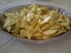 Patatine fritte...che passione  sempre gradite in ogni tavola e specialmente ai bambini. le mie patatine le arricchisco con una manciata di odoroso origano.