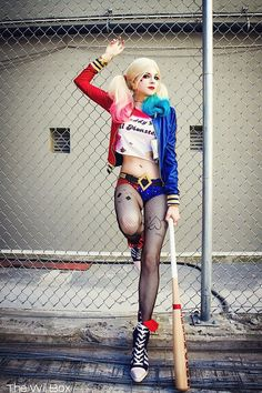 Suicide Squad Harley Quinn cosplay - not sure what suicide squad is. I thought Harley Quinn wore black and red? Sorry, dc, Marvel has my heart. Harley Quinn Disfraz, Harley Quinn Cosplay, Joker And Harley Quinn, Joker Cosplay, Anime Cosplay, Cosplay Pokemon, Fairy Cosplay, Dc Cosplay, Naruto Cosplay