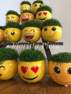 """""""Un giorno senza sorriso, è un giorno perso"""" (Charlie Chaplin) Diy Home Crafts, Easy Diy Crafts, Paint Garden Pots, Paper Quilling Cards, Decorated Flower Pots, Pottery Painting Designs, Herb Garden Design, Flower Pot Crafts, House Plants Decor"""