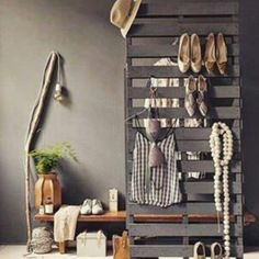 Diy pallet furniture designs that will save you lots of mone Pallet Furniture Designs, Diy Furniture, Diy Interior, Interior Design, Pallet Closet, Palette Deco, Diy Rangement, Diy Casa, Diy Pallet Projects