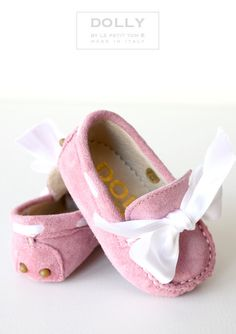 DOLLY by Le Petit Tom ® Pink suede baby moccasins with white bow and rubber tods on sole. Leather lining. Just like little Doll shoes. Baby Girl Shoes, My Baby Girl, Baby Love, Girls Shoes, Little Doll, My Little Girl, Little Girl Fashion, Kids Fashion, Fashion News