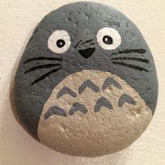 My Neighbor Totoro! Rock Painting Patterns, Rock Painting Designs, Totoro Drawing, Painted Rocks Kids, Rock And Pebbles, Rock Decor, Pet Rocks, My Neighbor Totoro, Miniature Crafts