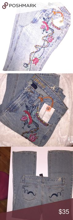 BNWT BOHO CHIC jeans D. Jeans embroidered leg denim jeans.   Fabulous 👖 jeans.  6 tall D. Jeans Jeans