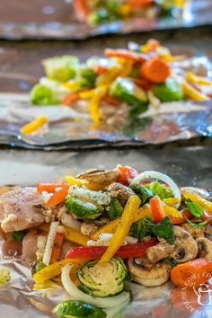 Our Favorite Chicken Foil Pack Dinners - Easy Recipes Foil Packet Dinners, Foil Pack Meals, Foil Packet Recipes, Tin Foil Dinners, Food Dinners, Easy Dinners, Grilling Recipes, Cooking Recipes, Healthy Recipes
