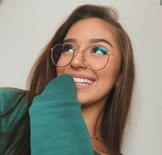 Style Girls Glasses Body Progressive Glasses On-line Frames For Males New Glasses Frames 2019 - Glasses Frames New Glasses, Girls With Glasses, Makeup For Glasses, Blonde With Glasses, People With Glasses, Glasses Outfit, Glasses Online, Street Style Vintage, Cute Glasses Frames