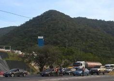 Por marcha de estudiantes colocan puntos de control en principales autopistas de Caracas - http://www.notiexpresscolor.com/2016/11/10/por-marcha-de-estudiantes-colocan-puntos-de-control-en-principales-autopistas-de-caracas/