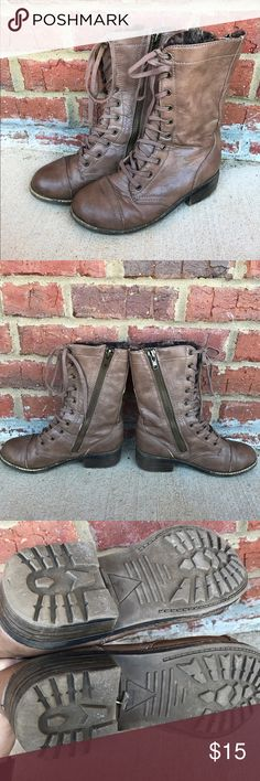 Brown lace up fur lined boots sz 8 A bit too big for me, wear and tear shown, in great condition though! Zip up sides but also laces up the front with tongue so it would be easy to fit someone with large or with petite calves! Shoes Lace Up Boots