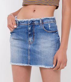 R$ 99,90  Short feminino  Com barra desfiada  Com puídos  Com cós desfiado  Marca: Blue Steel  Tecido: jeans  Composição: 98% algodão, 2% elastano  Modelo veste tamanho: 36     Medidas do modelo:     Altura: 1.72  Busto: 78  Cintura: 59  Quadril: 91