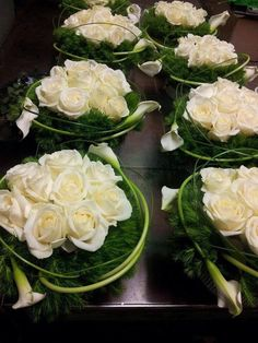Modern flower arrangement with white roses Floral Centerpieces, Table Centerpieces, Centrepieces, Deco Floral, Floral Design, Art Floral, Ikebana, Wedding Bouquets, Wedding Flowers