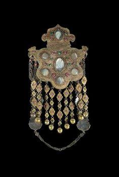 CHRTISTES.  Feb 2005.  S. Kensington, London || A large Bokara silver gilt inset equestrian pectoral pendant, 19/20th century