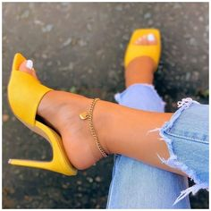 Pretty Shoes, Fancy Shoes, Yellow Heels, Yellow Shoes Outfit, Yellow Heeled Sandals, Aesthetic Shoes, Heels Outfits, Hype Shoes, Dream Shoes