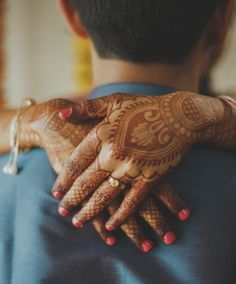 Flaunt Your Engagement Ring In Cool New Ways Lovers Images, Kiss Images, Indian Engagement Ring, Best Engagement Rings, Love Photography, Wedding Photography, Bridal Clutch, Instagram Worthy, Couple Portraits