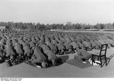 Extremely rare photos of Muslims in history - Aquila Style Muslim members of the Waffen-SS division at prayer during their training in Germany, 1943 Rare Historical Photos, Rare Photos, Rare Images, History Photos, Ww2 History, German Army, Panzer, Luftwaffe, Martin Luther King