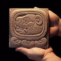 The World's newest photos of glyph and mexico Mayan Glyphs, Mayan Symbols, Celtic Symbols, Jaguar Maya, Aztec Statues, Pet Grave Markers, Maya Civilization, Aztec Art, Mesoamerican