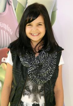 (Bailee Madison) really cute 12 year old actress. But she is trying to be 16 and it's really sad. Lol