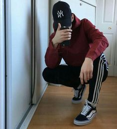 I want to take the time back . Teen Boy Fashion, Tomboy Fashion, Streetwear Fashion, Classic Fashion, Vans Outfit Men, Adidas Outfit, Men Looks, Outfits For Teens, Boy Outfits