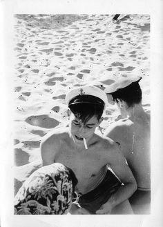 [Vintage] Sailor boys on beach. Vintage Sailor, Vintage Love, Vintage Men, Vintage Pictures, Old Pictures, Old Photos, Havana, Boy On Beach, Photos Originales
