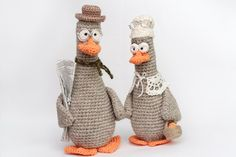 How to crochet a little beautiful wife for this goose. Animal Knitting Patterns, Crochet Amigurumi Free Patterns, Crochet Dolls, Crochet Yarn, Crochet Birds, Easter Crochet, Cute Crochet, Crochet Animals, Yarn Shop