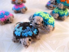 LucyRavenscar - Crochet Creatures: Mini Crochet Creatures - Tiny Two-tone Turtle