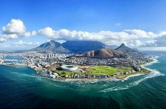Find out Interesting Facts about Table Mountain Cape Town. When coming to Table Mountain, Cape Town there are a number of interesting facts that you should know before visiting. The Places Youll Go, Places To See, Foto Blog, Cape Town South Africa, Table Mountain, Best Cities, Bali, Beautiful Places, Beautiful Beach