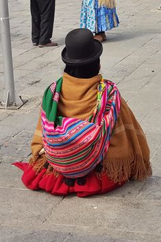 La Paz, Bolivia, is an amazing high-altitude Andean city with traditionally dressed cholitas on the street corners. The Aymara women in Bolivia wear long skirts, colourful shawls and elegant bowler hats . Bolivia Travel, Bowler Hat, South America Travel, Long Skirts, Traditional Outfits, Travel Inspiration, Fashion Outfits, Shawls, Gran Colombia
