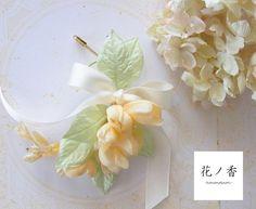 花が弦になって下がっているイメージのコサージュです。ピンはしっかりとした針なのでストールやニットなど厚めの生地にもお使い頂けます。■Size■(花部分) (約...|ハンドメイド、手作り、手仕事品の通販・販売・購入ならCreema。