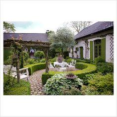 like the circular hedged terrace.........Dina Deferme