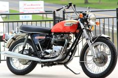 The second generation of the Bonneville is a cheaper alternative to the generation – people love the classics! Despite the cheaper price nowadays, you'll get a fifth gear in the tr… Bonneville Motorcycle, Bobber Motorcycle, Triumph Bonneville, Motorcycle Design, Girl Motorcycle, Motorcycle Quotes, Triumph 650, Triumph Motorcycles, British Motorcycles