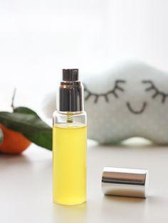 Diy Beauty, Beauty Hacks, Home Health, Vintage Photos, Health And Beauty, Mists, Usb Flash Drive, Perfume Bottles, Fragrance
