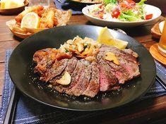 〜ガーリックステーキピラフ〜 乾杯‼︎ | ゆうき酒場 Beef Recipes, Cooking Recipes, Healthy Recipes, Junk Food, Japanese Food, Steak, Pork, Food And Drink, Menu