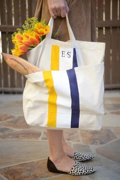 This DIY tote bag makes a great gift for a mom on the go.