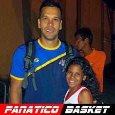 by @iraizita08 #FanaticoBasket  Con su alto pana Diego Guevara... hasta tiene un muñequito con su nombre en la cama... @dg2100  @teamdgvenezuela