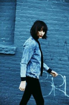 Black hair w/ bangs - grunge Grunge Fashion, Look Fashion, Retro Fashion, Korean Fashion, Poses, Taylor Lashae, Chica Cool, Estilo Grunge, Mein Style
