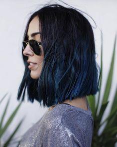 20 Awesome Blue Black Hair Looks To Raise Charm - Haar Ideen Short Blue Hair, Navy Blue Hair, Ombre Hair Color, Blue Black Hair Color, Dyed Black Hair, Black To Blue Ombre, Blue Hair Colors, Black Hair Ombre, Short Wavy