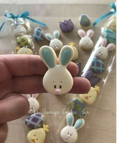 Easter Cookies Ideas which are so cute & gorgeous that you'd want to try it right now Ostern Kekse Ideen Mini Cookies, Iced Cookies, Cute Cookies, Royal Icing Cookies, Holiday Cookies, Cupcake Cookies, Sugar Cookies, Icing Cupcakes, Cookie Favors
