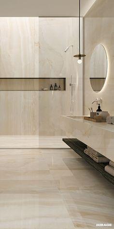Nice LONG shelf unit in shower.
