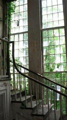 Escada iluminada.