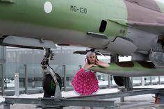 PIN UP, Ninotschka. Makeup and photo Windmill Southwester.  ...Elämysmatkalla Verkkokaupassa 24.2.2016 seikkalut jatkuvat... Artists And Models, Windmill, Burlesque, Fighter Jets, Up, Aircraft, Colours, Photos, Aviation