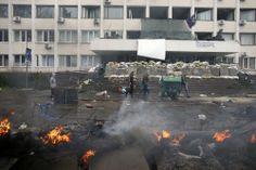 Ukraine: vingt rebelles et un policier tués dans la ville portuaire de Marioupol - International - Actualité - LeVif.be