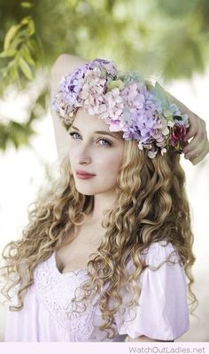 Amazing flower crown with curls