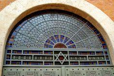 Budapest: Kazinczy Street Orthodox synagogue door detail