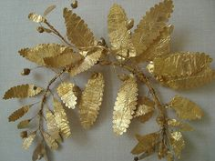 Fragment of a gold wreath Greek BCE from a tomb at Zaneskaya Gora in the region of the Crimea on the northern shore of the Black Sea Greek Jewelry, Jewelry Art, Jewellery, Crown Aesthetic, Owl Wreaths, Gold Wreath, Art Ancien, Laurel Leaves, Laurel Wreath