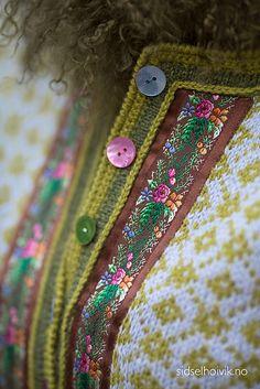 Pattern in Norwegian, English and Dutch. Knitting Blogs, Sweater Knitting Patterns, Knitting Projects, Fair Isle Pattern, Fair Isle Knitting, How To Purl Knit, Jacket Pattern, Knit Crochet, Crochet Cardigan