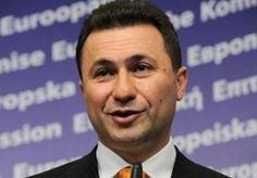 Την ένδειξη «ΜΚ» θα φέρουν οι πινακίδες κυκλοφορίας των Σκοπίων, οι οποίες άρχισαν να διατίθενται στους οδηγούς του κρατιδίου από σήμερα. «Η Ελλάδα πρέπει να επιτρέπει είσοδο οχημάτων με ΜΚ, αλλά μπορεί να βάζει αυτοκόλλητο FYRΟM», γράφουν οι εφημερίδες των Σκοπίων.    Έως σήμερα, οι πινακίδες κυκλοφορίες των οχημάτων στην ΠΓΔΜ δεν είχαν την ένδειξη «ΜΚ».