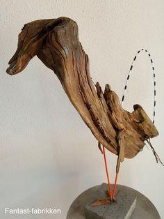Leg med træ og kobber rør = skulpturer