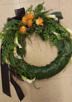 Hautajaisseppele isälle. Seppele symboloi ikuista elämää. Se ei koskaan katkea, vaan muuttaa muotoaan. #seppele #muistokukat #savonkukka #elämänkiertokulku Grapevine Wreath, Grape Vines, Floral Wreath, Wreaths, Decor, Soap, Decoration, Door Wreaths, Vineyard Vines