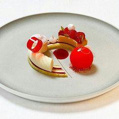 Raspberry pistachio elderflower dessert from Culinary Olympics - wit Pastry Recipes, Dessert Recipes, Dessert Presentation, Michelin Star Food, Chocolate Bowls, Low Carb Side Dishes, Beautiful Desserts, Molecular Gastronomy, Culinary Arts