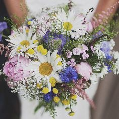Possibly the best wedding we've seen all year! You need to check out all the beautiful details in this festival inspired big day! Immense!